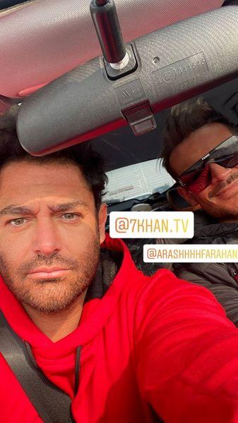 سلفی گلزار با دوستش در ماشینش + عکس
