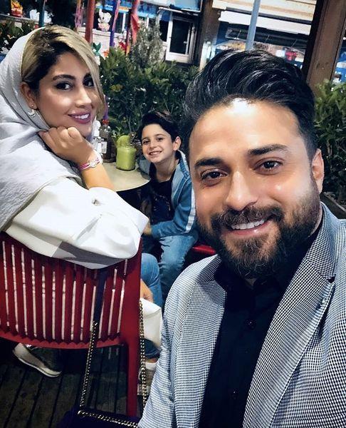 بابک جهانبخش و خانواده اش در رستوران + عکس