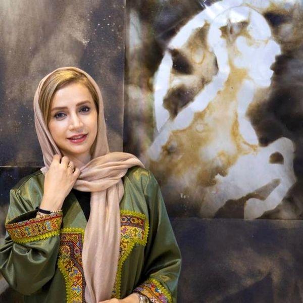 عکس جدید خانم بازیگر با یک تابلو نقاشی خاص
