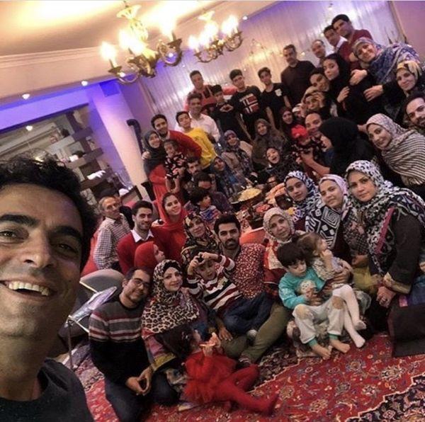 منوچهر هادی در جمع خانواده پر جمعیتش + عکس