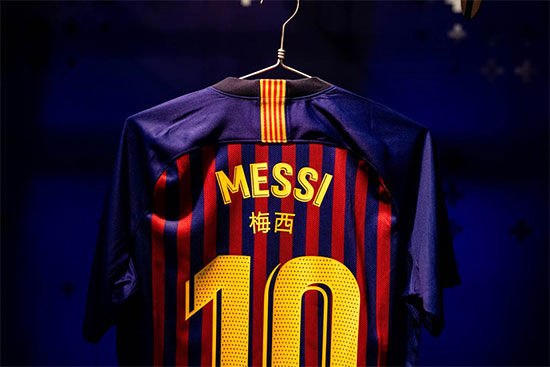 اسامی چینی روی پیراهن بازیکنان بارسلونا
