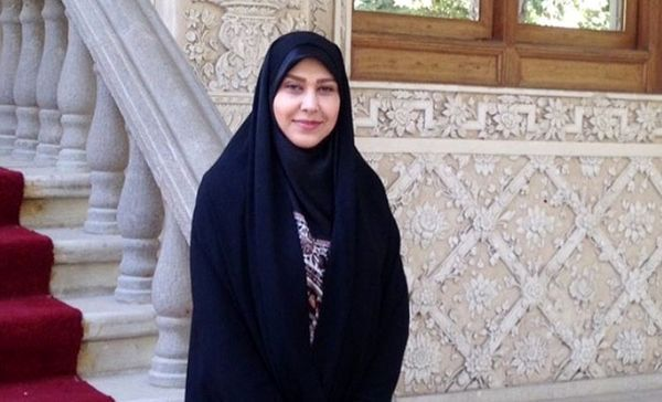 واکنش گوینده زن به پوشیدن چادر در رسانه ملی+عکس