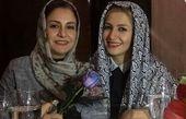 عکس مریلا زارعی و خواهرش خاله شادونه در رستوران گردی