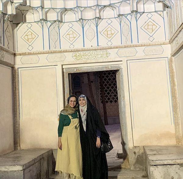 گشت و گذار خانم مجری با دوستانش + عکس