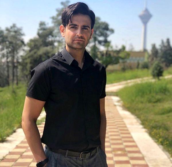 امیرحسین آرمان در کنار برج مشهور + عکس