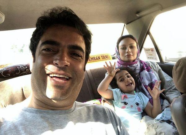 منوچهر هادی و خانواده اش در تاکسی + عکس