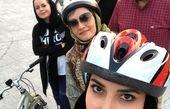دوچرخه سواری دو بانوی بازیگر+عکس