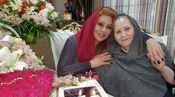 نسرین مقانلو در کنار مادرش + عکس