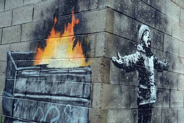 حفاظت پلیس از یک نقاشی خیابانی!
