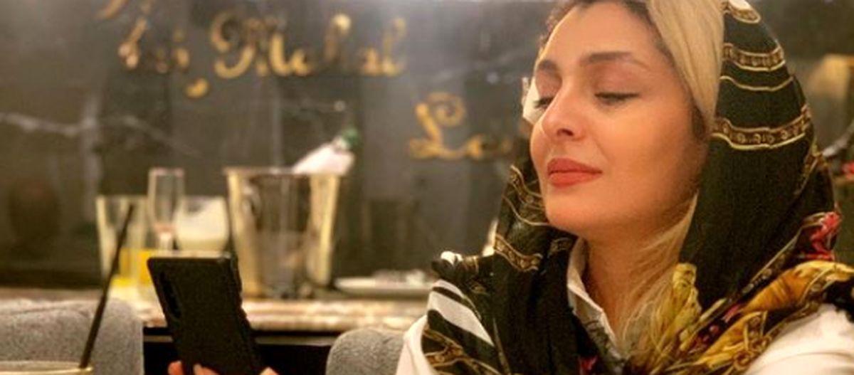 سلفی ساره بیات در رستوران با مانتو سفید + عکس