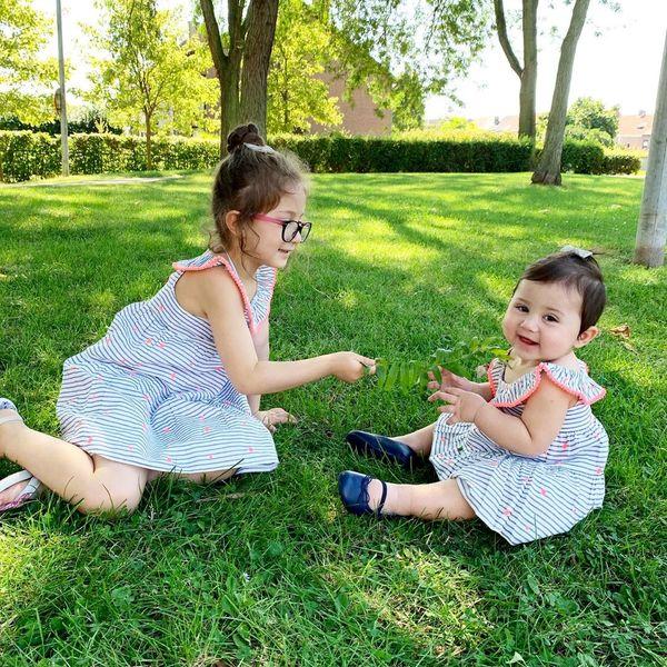 دختران ناز شاهرخ استخری در پارک خارج از کشور+عکس