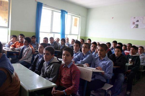 دانش آموزان درس زندگی را در مدارس یاد نمی گیرند