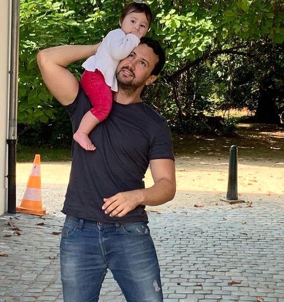شاهرخ استخری و دختر کوچولویش در خیابان + عکس