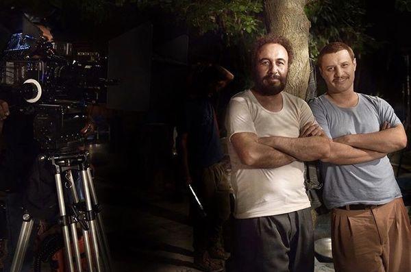رضا عطاران و جواد عزتی با پیژامه در خیابان + عکس