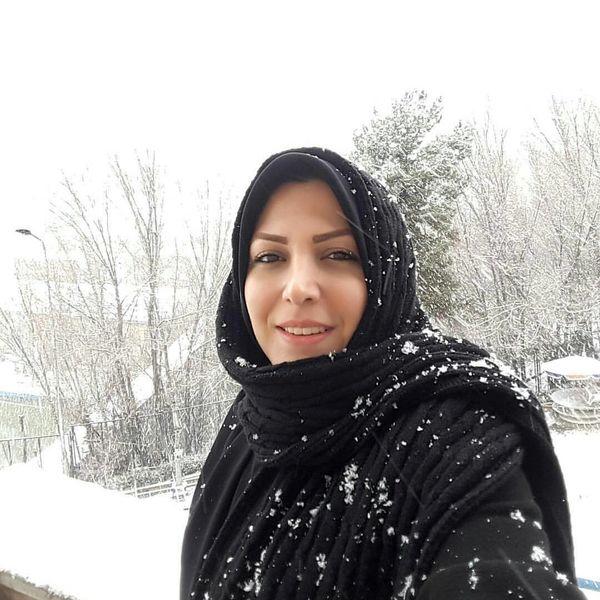 اینستاگرام:: سلفی مجری شبکه خبر با رئیس مجلس