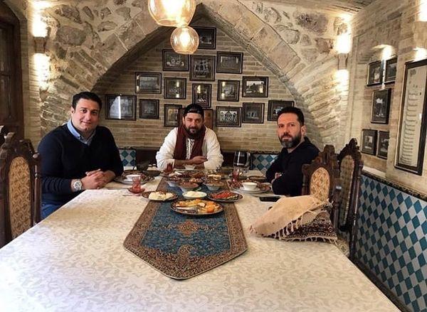 دورهمی بهرام رادان و دوستانش در رستورانی سنتی + عکس