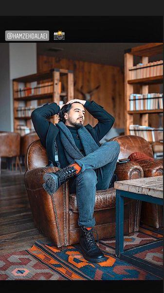 مهرداد صدیقیان در کافه کتابی شیک + عکس