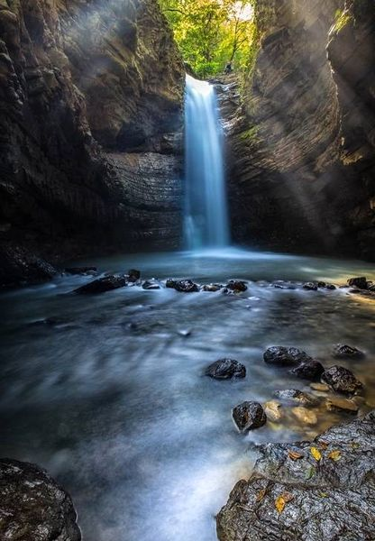 تصاویری زیبا از آبشار 15متری در استان گیلان