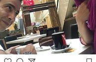 زوج عاشق و جوان بازیگر در کافه