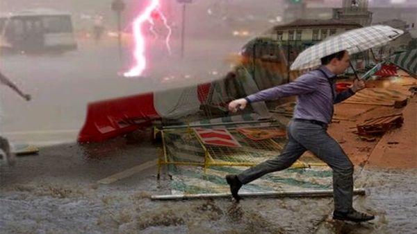 لحظات دلهره آور از هم زمانی انفجار و طوفان در مسکو+ فیلم