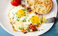 زرده و سفیده تخم مرغ را باهم بخورید