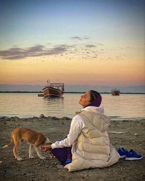 الناز شاکردوست و سگش در کنار دریا + عکس