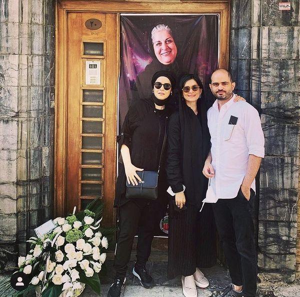 غزل شاکری و خواهر و برادرش در مراسم یادبود مادرشان + عکس