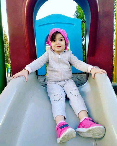 دختر آزاده نامداری در پارک + عکس