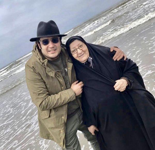 عکس لب دریایی مهران رنجبر و مادرش