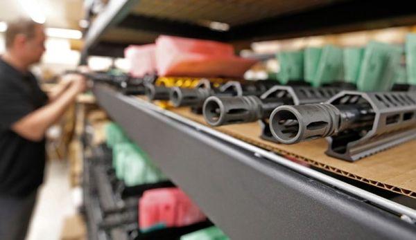 دیفنس وان: پنتاگون خواستار بازگشایی کارخانههای تولید سلاح در مکزیک است