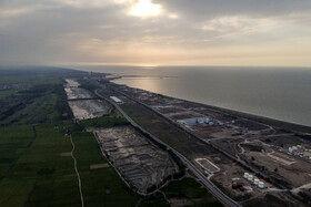 مجموع وسعت سه قطعه آب بندان زاغمرز حدود ۱۶۵ تا ۱۷۰ هکتار است که در نزدیکی دریای خزر قرار دارد.