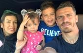 آقای فوتبالیست با خانوادهی چشم رنگیاش+عکس