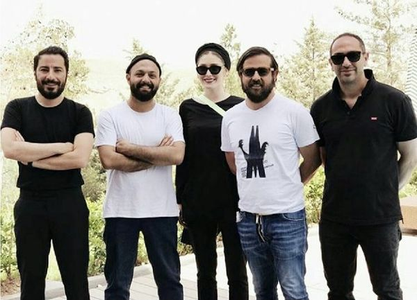 هومن سیدی در جمع بازیگران قورباغه + عکس