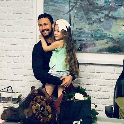 تولد شاهرخ استخری در کنار دختران زیبایش+عکس
