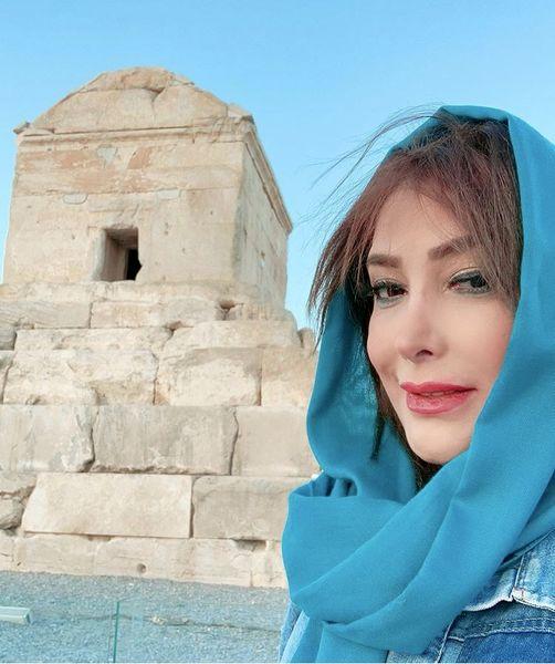 خانم بازیگر در آرامگاه کوروش + عکس