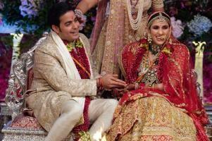 بازیگران هندی با همسران شان در جشن ازدواج فرزند ثروتمندترین مرد آسیا! عکس