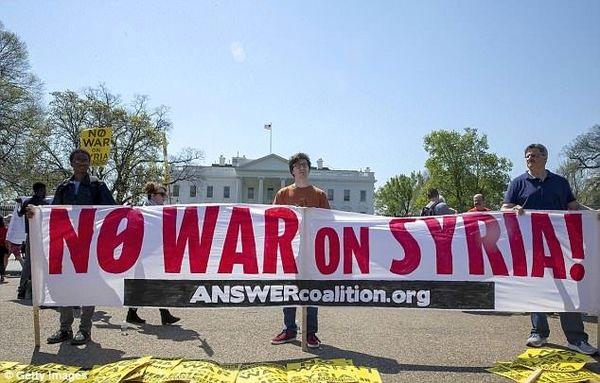 """تظاهرات ضد جنگ در شهرهای آمریکا با شعار""""نه به جنگ در سوریه"""""""
