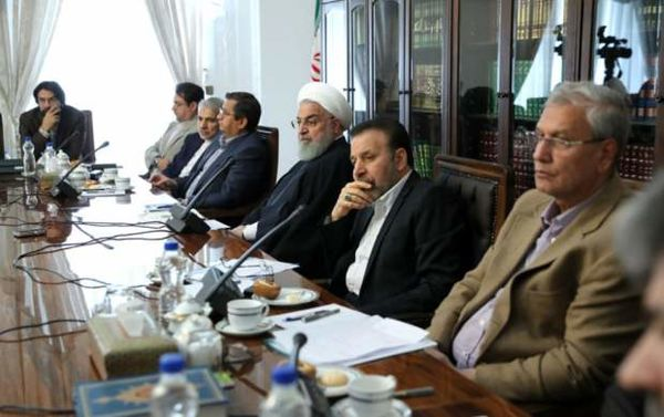 غایبان بزرگ جلسه روحانی با اقتصاددانان +اسامی