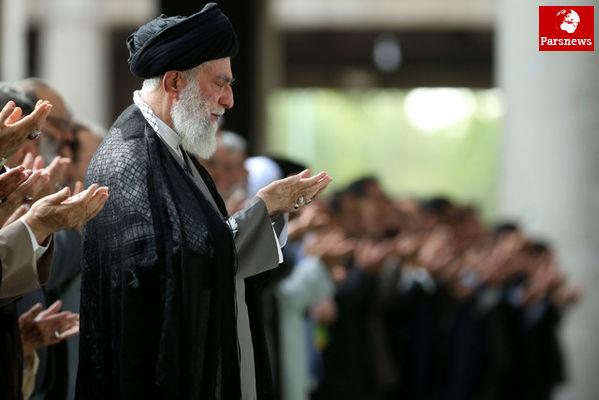 رهبر انقلاب نماز بر پیکر مرحوم آیتالله هاشمی را اقامه کردند