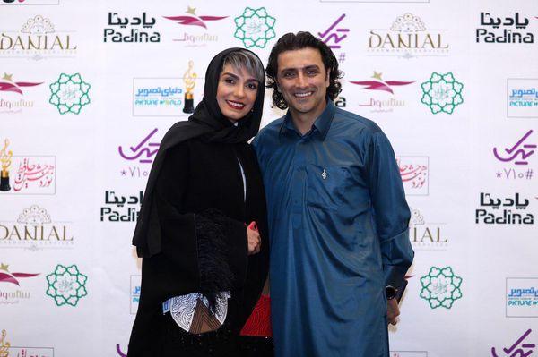 امین زندگانی با لباسی خاص در کنار همسرش+عکس