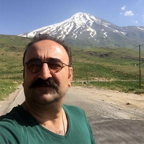 سلفی مهران احمدی با کوه دماوند + عکس