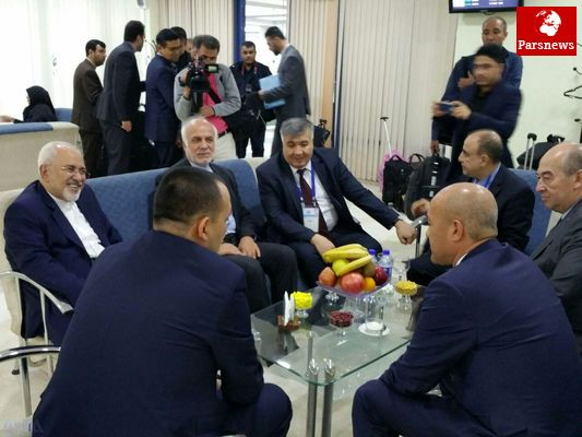 ظریف وارد ازبکستان شد/ عکس