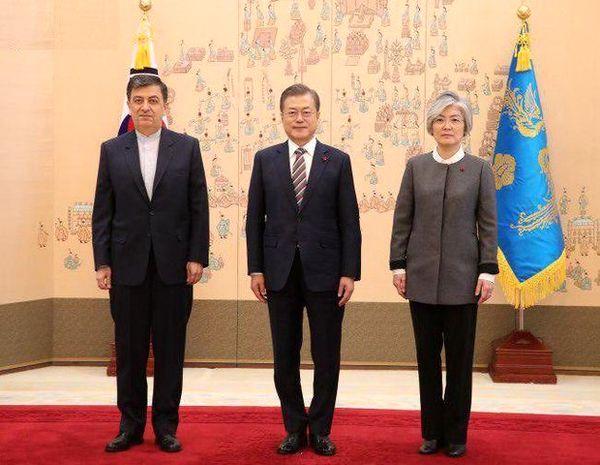 تقدیم استوارنامه سفیر جدید ایران در کره جنوبی به رئیس جمهور