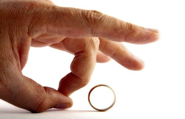 زنم وقتی زندان بودم به عقد موقت یک مرد شد !