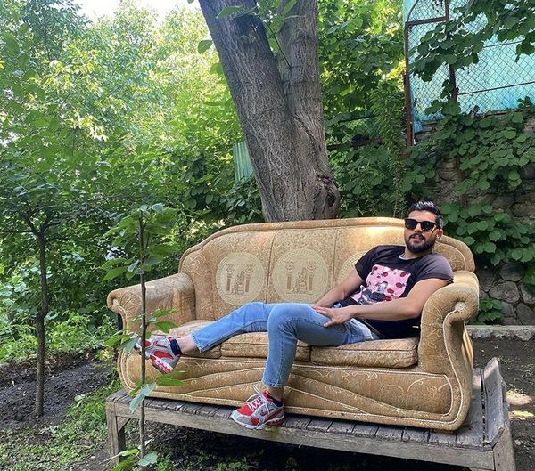استراحت آقازاده معروف در باغی بزرگ + عکس