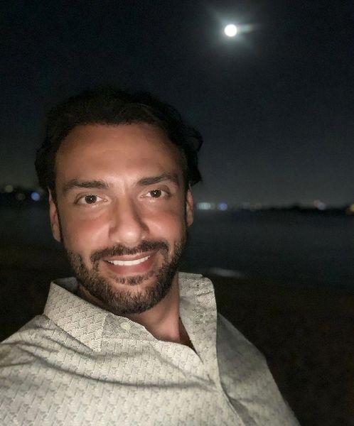 سلفی شبانه آقای بازیگر + عکس