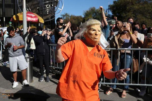 ترامپ در لباس زندانی+ عکس