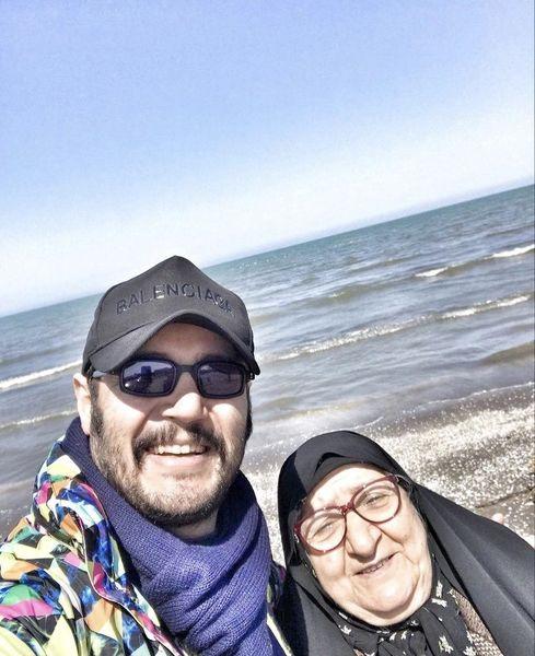 مهران رنجبر و مادر مرحومش در کنار دریا + عکس