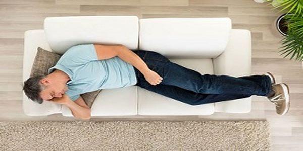 خوابیدن روی کاناپه ممنوع