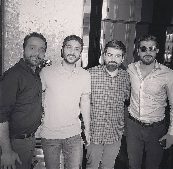برادران سهیلی در کنار دوستانشان + عکس